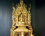 Victoria and Albert Museum- skarby Azji ang.  Buddhist shrine (Shakyamuni Buddha) (years 1800-1810) Mandalay Palace ,Burma