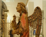 Rzezby w Muzeum Wiktorii i Alberta ang. The Angel Gabriel from annunciation (1415)