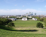 Greenwich, widok na Queen's House a dalej Canary Wharf